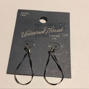 NWT universal thread earrings #205